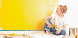 Клеить обои или покрасить стены, что же выбрать?